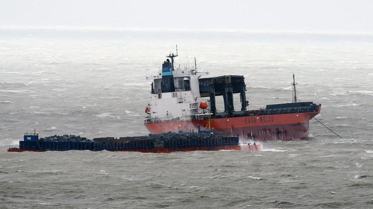 Zderzenie statku i barki na kanale La Manche, ewakuacja załogi
