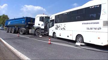 Zderzenie autobusu z dziećmi i ciężarówki. Tym razem niedaleko Sandomierza. Ranny kierowca wycieczki