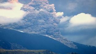 24-10-2021 00:05 Potężna erupcja Etny we Włoszech. Po zboczach zeszły lawiny piroklastyczne [WIDEO]