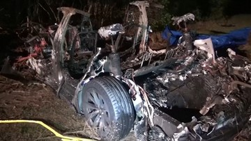 Stany Zjednoczone. Wypadek Tesli. Dwóch mężczyzn spłonęło w samochodzie