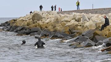 Nurkowie wznowili poszukiwania dwojga dzieci w morzu w Darłówku