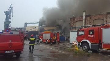 Opanowano pożar hali na terenach stoczniowych w centrum Gdańska