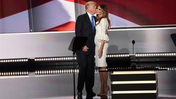 """""""Niektóre dawały mu numer telefonu"""". Melania Trump broni męża przed zarzutami molestowania seksualnego"""