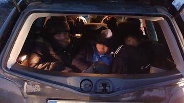Wietnamczycy nielegalnie przekroczyli granicę upchnięci w fiacie
