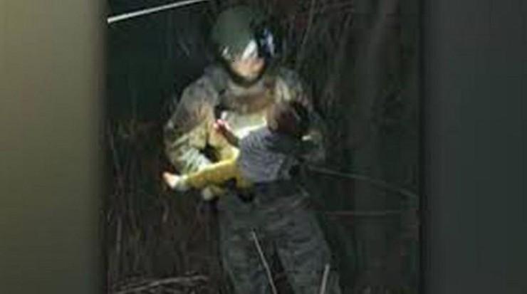 Poruszające zdjęcie. Przemytnicy wyrzucili 6-miesięczne dziecko do rzeki