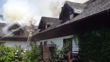 Pożar pensjonatu na Podkarpaciu. Z ogniem walczy ponad 50 strażaków