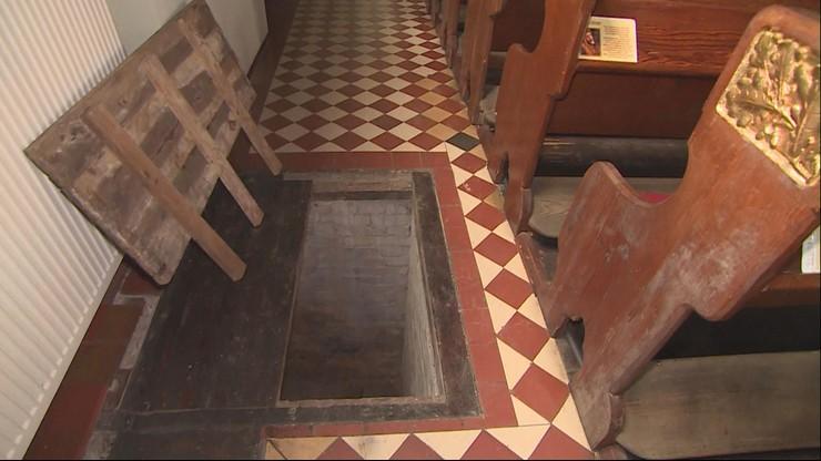 Z kościoła zniknęły skarbona i 2 tys. złotych. Złodzieje weszli podziemnymi tunelami