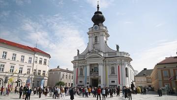 Koronawirus w Polsce. Tłumy na szlakach turystycznych i na rynkach miast