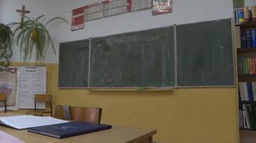 """Nauczyciel podejrzany o molestowanie nieletniej. Twierdzą, że łączy ich """"bliska relacja osobista"""""""
