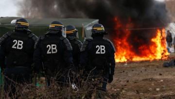 Francja: imigranci zablokowali dojazd do Calais. Zranili czeskiego kierowcę