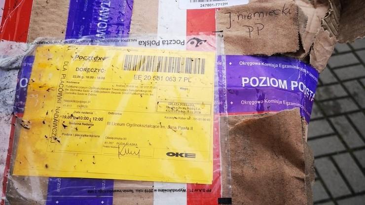 Arkusze maturalne leżały na ulicy. Poczta Polska zabiera głos