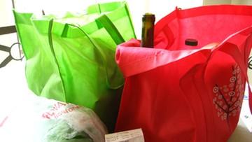 Używasz materiałowej torby na zakupy? Wypierz ją lub wymień. Naukowcy ostrzegają przed groźnymi bakteriami