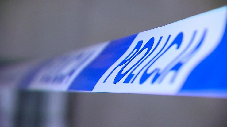 Płonące ciało mężczyzny na torach. Policja próbuje ustalić tożsamość ofiary