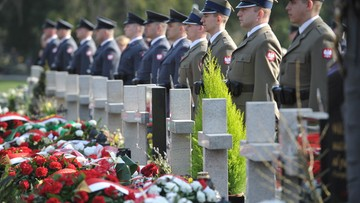 Na stołecznych Wojskowych Powązkach uczczono pamięć ofiar katastrofy smoleńskiej