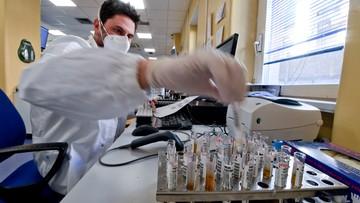 Celowo zakażą ochotników koronawirusem. Sprawdzą, jak zareagują na szczepionki i leki