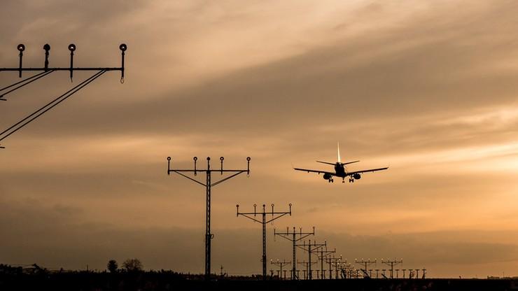Dwie opony pękły po wylądowaniu samolotu. Niebezpieczny incydent we Wrocławiu
