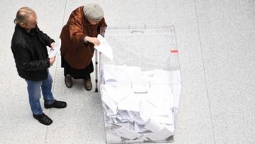 Ipsos: im wyborca starszy, tym chętniej głosuje na PiS