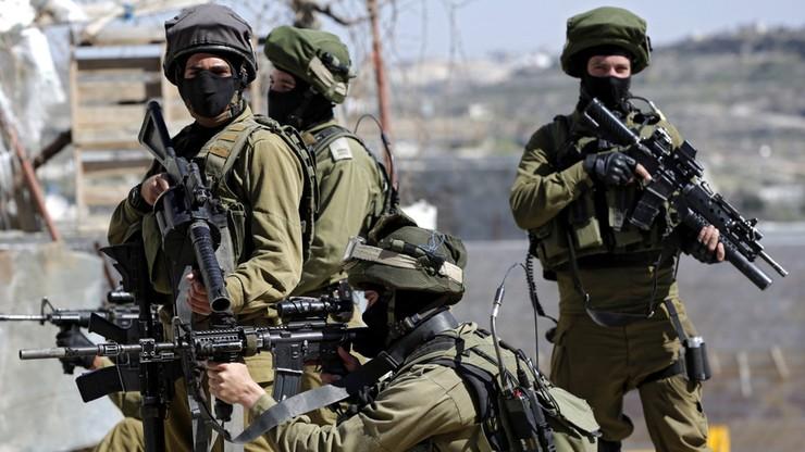 """""""Polegali na nawigacji"""". Izraelscy żołnierze pomylili drogę. Doszło do starć z Palestyńczykami"""