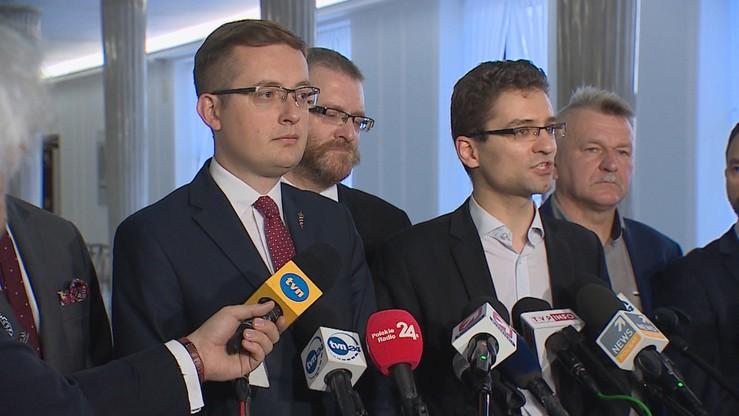 """Konfederacja """"dopomoże"""" w dekomunizacji TK. Przygotowała projekt ustawy"""