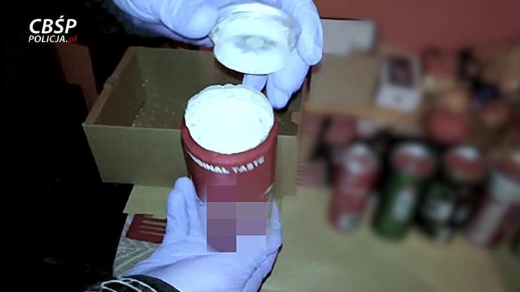 Narkotyki w puszkach po napojach, w mieszkaniu maczeta i zagłuszarki. Akcja CBŚP