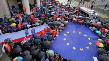 """""""Im dalej od Brukseli, tym bliżej do Moskwy"""". Manifestacje w obronie sądów"""