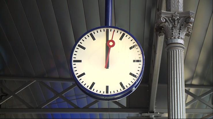 78,3 procent Polaków nie chce zmiany czasu. Prawie tyle samo chce na stałe czasu letniego