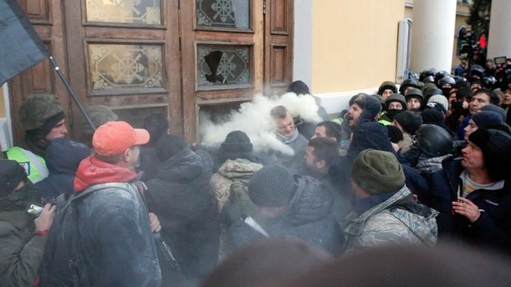 Starcia między policją a zwolennikami Saakaszwilego na Ukrainie. 32 policjantów i gwardzistów trafiło do szpitala