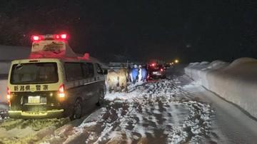 Atak zimy w Japonii. Kierowcy nocowali w uwięzionych autach