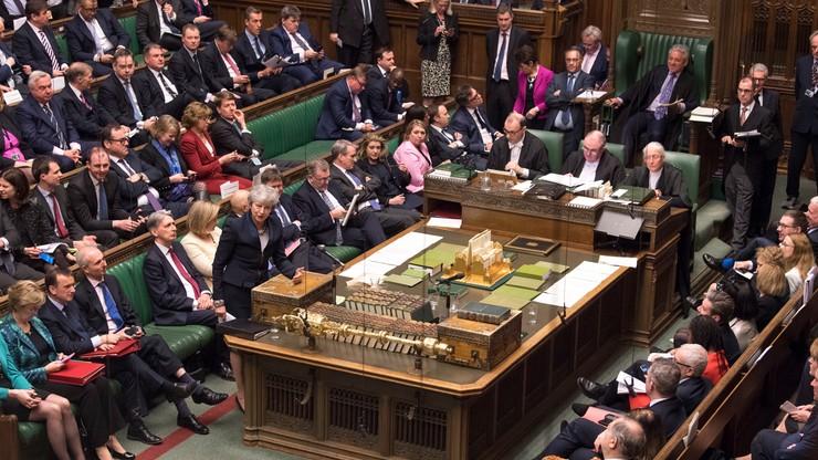 Parlament W. Brytanii chce opóźnienia brexitu. Wniosek przeszedł jednym głosem