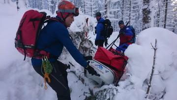 Zwłoki z górskiej chatki znosiło 15 ratowników GOPR. Znana jest przyczyna śmierci