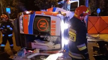 Wypadek karetki w Warszawie. Rannych zostało pięć osób, w tym niemowlę przewożone w inkubatorze