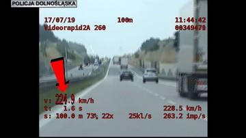 """Pędził ponad 220 km/h po A4. Dogonił go patrol """"SPEED"""" [WIDEO]"""