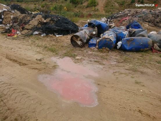 Podejrzani nielegalnie pozbyli się ok. 14,5 tys. ton niebezpiecznych odpadów.