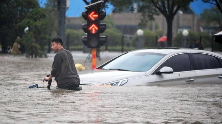 Chiny: 12 osób zginęło w zalanym metrze. Poziom wody rósł, pasażerom brakowało powietrza