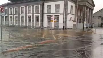 """Kolejny huragan atakuje Irlandię i Wielką Brytanię. """"Brian"""" dmucha z prędkością 130 km/h. Polska bezpieczna"""