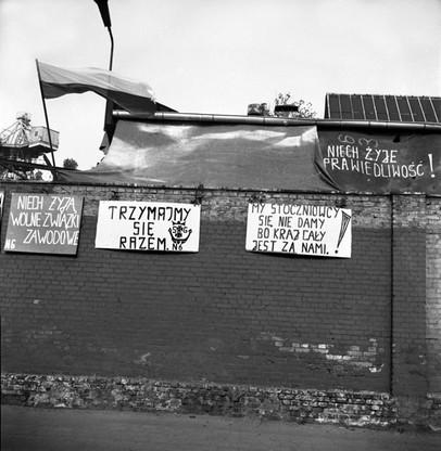 Hasła strajkowe na murach Stoczni Gdańskiej