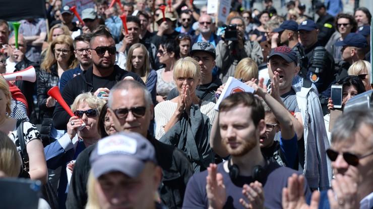 Protest frankowiczów: banki łamią prawo
