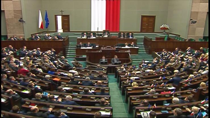 """Burza w Sejmie. PiS chce głosowania ws. ponownego wyboru sędziów TK. Opozycja:  """"to łamanie konstytucji"""""""