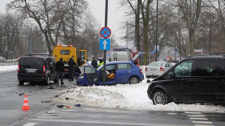 Wypadek samochodu SOP w Warszawie. Trzy osoby trafiły do szpitala