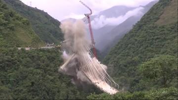 Ponad 100 kg materiałów wybuchowych i 30 detonatorów. Wielkie wyburzanie mostu w Kolumbii