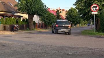 Znak drogowy utrudnia życie kilku wsiom