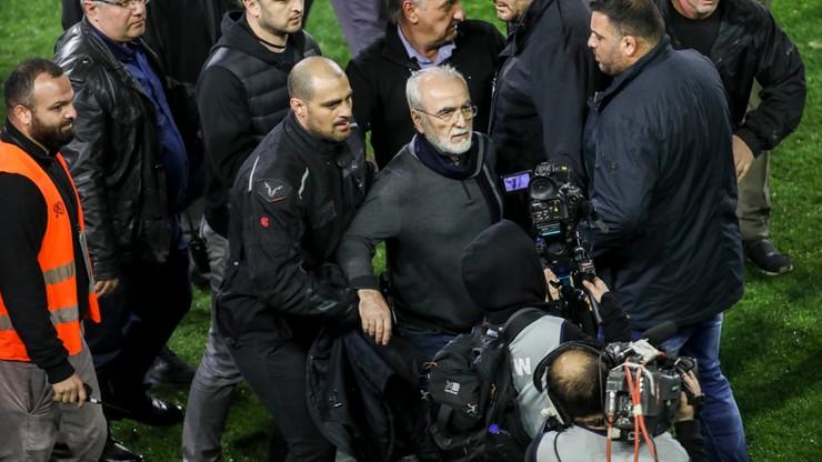 """Prezes PAOK-u przeprosił za wtargnięcie na boisko z bronią. """"Ja tylko chciałem chronić kibiców"""""""