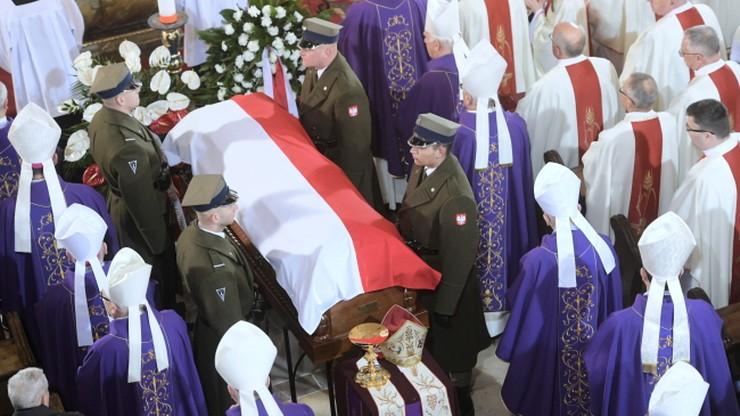 Biskup Alojzy Orszulik spoczął w katedrze w Łowiczu. Odczytano list od papieża Franciszka