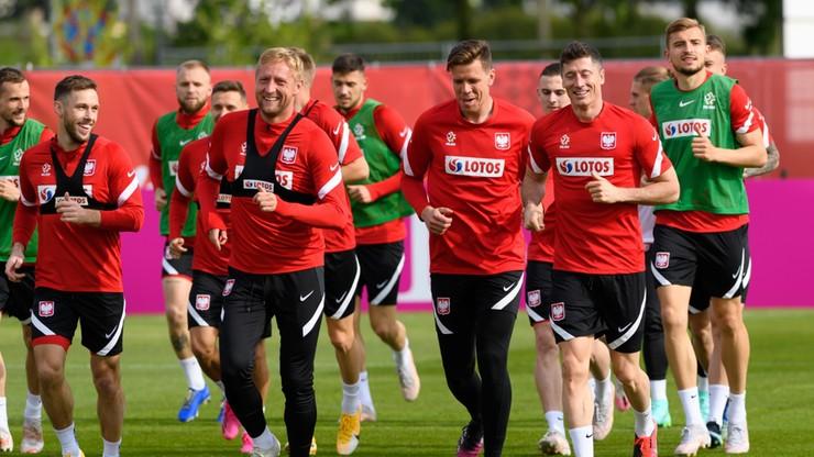 Euro 2020: Szpaler dla Roberta Lewandowskiego na pierwszym treningu kadry (WIDEO)