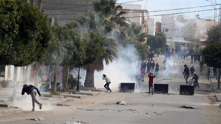 Demonstracje w Tunezji po samospaleniu dziennikarza. Doszło do starć z policją