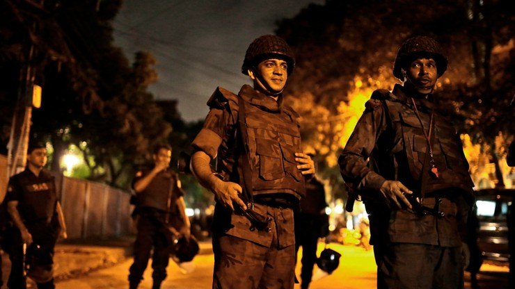 Atak terrorystyczny w stolicy Bangladeszu. Zginęło 26 osób