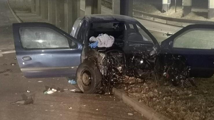 Trzech nastolatków uciekało autem przed policją. Rozbili się. Mieli przy sobie narkotyki