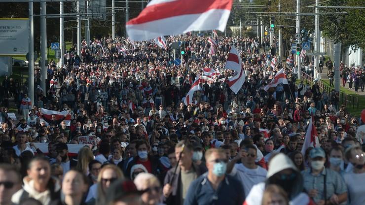 Wielotysięczne demonstracje na Białorusi. Są kolejni zatrzymani