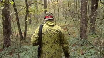 Myśliwy oskarżany o uśmiercanie dzikich zwierząt został ukarany. Wieszał w lesie mięso naszpikowane haczykami