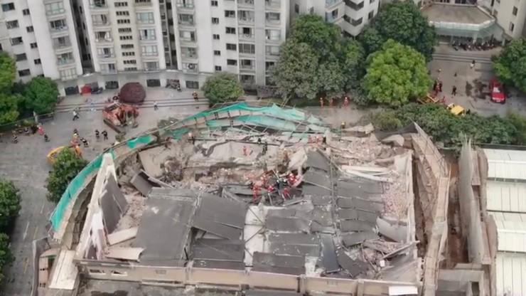 Dach remontowanego budynku runął na robotników. Siedem ofiar katastrofy budowlanej w Szanghaju